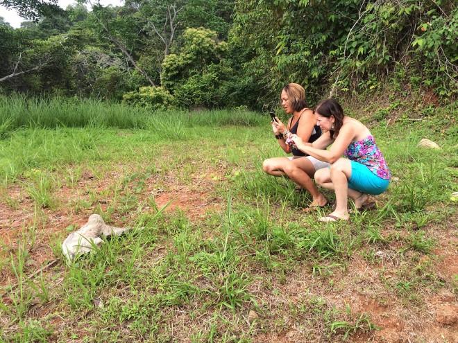 V - Mary Carmen, Tia & sloth